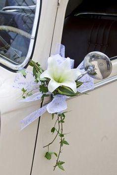 Décoration pour les voitures des mariés et des invités