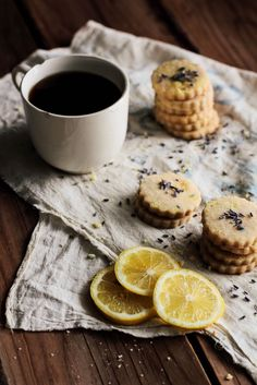 Lemon Lavender Shortbread Tea Biscuits-- these are some of my favorites Lavender Recipes, Lemon Recipes, Slow Cooker Desserts, Chocolate Cafe, Lavender Shortbread, Cookie Recipes, Dessert Recipes, Think Food, Just Desserts