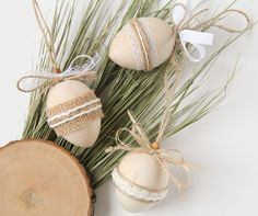 Set of 3 wooden easter eggs, decorated hanging easter egg, rustic easter decor, Easter tree decorations Easter Tree Decorations, Easter Wreaths, Easter Decor, Easter Crafts, Table Decorations, Rustic Style, Rustic Decor, Farmhouse Decor, Dried Flower Bouquet