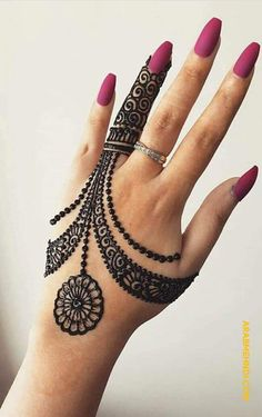 Mehndi is something that every girl want. Arabic mehndi design is another beautiful mehndi design. We will show Arabic Mehndi Designs. Dulhan Mehndi Designs, Arte Mehndi, Stylish Mehndi Designs, Mehndi Designs For Girls, Mehndi Designs For Beginners, Latest Mehndi Designs, Mehndi Design Photos, Henna Mehndi, Mehandi Designs