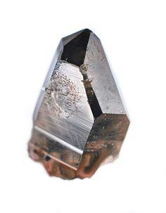 Carly Waito réalise ces peintures de gemmes et minéraux semi-précieux. ( Via )