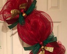 Excellent Christmas deco tips are offered on our site. Check it out and you wont be sorry you did. Easy Christmas Decorations, Xmas Wreaths, Christmas Centerpieces, Christmas Candy, Christmas Holidays, Christmas Ornaments, Etsy Christmas, Candy Wreath, Berry Wreath