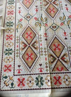 Vintage Embroidery, Cross Stitch Embroidery, Cross Stitch Patterns, Cross Stitches, Diy Projects To Try, Blackwork, Needlepoint, Needlework, Weaving