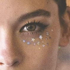 Sunday night stars #peekaboo #vintage #asosmarketplace #topsjop sparkles #stars #Sunday #weekend #instabeauty #beauty #eyes #glitter #shimmer #shine #love #peekaboovintage # Peekaboovintage.com