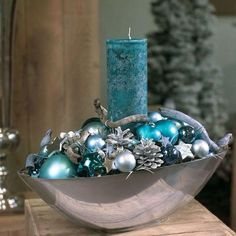 Get some amazing ideas on Christmas candle decorations. We have all you need to inspire yourself and create some gorgeous candle centerpieces. Christmas Candle Centerpieces, Christmas Arrangements, Christmas Candles, Xmas Decorations, Floral Arrangements, Blue Christmas Decor, Silver Christmas, Christmas 2019, Christmas Wreaths