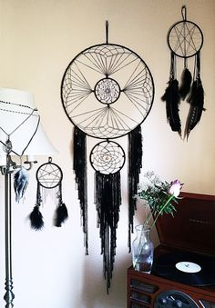 Beautiful And Stunning Dream Catcher Ideas The legend of a dream . - Beautiful And Stunning Dream Catcher Ideas The legend of a dream catcher is originat - Dream Catcher Mobile, Dream Catcher Craft, Large Dream Catcher, Los Dreamcatchers, Moon Dreamcatcher, Beautiful Dream Catchers, Diy And Crafts, Arts And Crafts, String Art