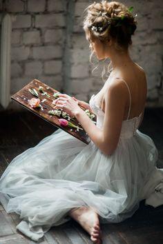 Light grey wedding gown | itakeyou.co.uk #weddingdresses #weddinggown