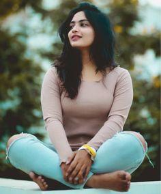 Harika Alekhya (Dhethadi) Age, Height, Boyfriend, Profile, family, Biography Dehati Girl Photo, Girl Photo Poses, Girl Photos, Cute Beauty, Beauty Full Girl, Beauty Women, Beautiful Blonde Girl, Beautiful Girl Indian, Most Beautiful Bollywood Actress