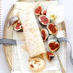 meringue roulade filled with figs and honey.  Uses 150 g of fresh figs, but can use berries or other fruit.