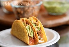 Crunchy hard shell tacos filled with ground white meat Hard Shell Tacos, Ground Chicken, Fast Recipes, White Meat, Ground Turkey, Tomato Sauce, Paleo, Spices, Stuffed Peppers