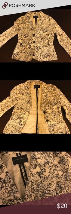 Used Banana Republic Blazer in white & navy in M This great white and navy floral blazer is in excellent condition and will make a great addition to work attire or even casual wear. It shows no wear and tear or staining! Banana Republic Jackets & Coats Blazers