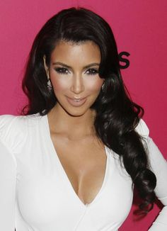 Kim Kardashian | Hair  Makeup are flawless!!