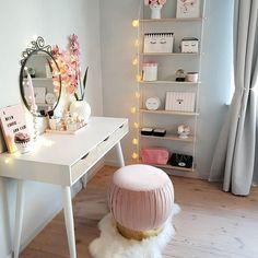 Videos bedroom dressers, girls bedroom, design my room, vanity desk, coffee Design My Room, Diy Home Decor Rustic, Vanity Desk, Coffee Table Styling, Glam Room, Beauty Room, Home Decor Bedroom, Interior Design, Decoration