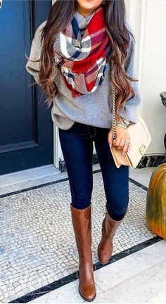 20 Gorgeous Fall Scarf To Wear ASAP Chic cozy grey sweater fall outfits street style outfit Stylish simple dark skinny jeans outfit spring fashionable ootd Cool casual wi. Casual Winter Outfits, Spring Outfits, Trendy Outfits, Spring Skinny Jeans Outfits, Dress Casual, Cute Outfits For Fall, Cute Jean Outfits, Outfits With Boots, Winter Fashion Casual