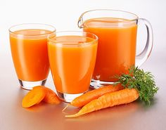 Read the 5 maybe lesser-known health benefits of carrot juice and reasons to add it to your diet. How much carrot juice is too much? Carrot Juice Benefits, Health Benefits Of Carrots, Juicing Benefits, Natural Treatments, Natural Cures, Natural Energy, Natural Beauty, Jugo Natural, Noni Juice