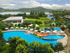 Loophole: Order the weekend brunch to get all-day access to the hotel's indoor and outdoor pools, sa. Hotel Swimming Pool, Hotel Pool, Dead Of Summer, Pictures Of Beautiful Places, Climbing Wall, Staycation, Outdoor Pool, Best Hotels, Shanghai