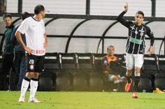 Com um jogador a mais, Timão vacila e cede o empate para o Figueira. (Fernando Dantas / Gazeta Press)