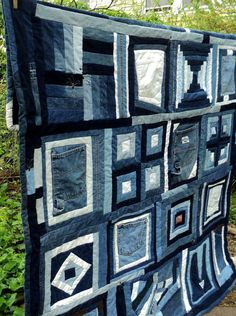 recycling ideas for home: pillows and blanket made of jean - crafts ideas - crafts for kids Patchwork Quilt, Patchwork Jeans, Rag Quilt, Denim Quilts, Quilting Projects, Quilting Designs, Sewing Projects, Jean Crafts, Denim Crafts