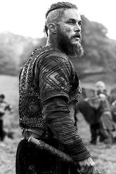 Vikings: Ragnar Lothbrok - movies and books - Motorrad Vikings Tv Show, Vikings Tv Series, Ragnar Lothbrok Vikings, Ragner Lothbrok, Viking Men, Viking Beard, Viking Warrior Men, Viking Hair, Model Auto