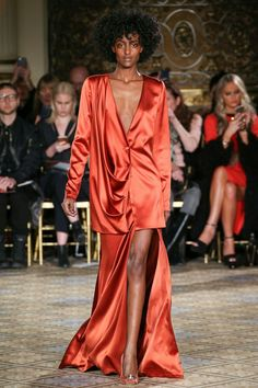 The complete Christian Siriano Fall 2017 Ready-to-Wear fashion show now on Vogue Runway. Fashion Week, Fashion 2020, Runway Fashion, High Fashion, Christian Siriano, Outfits Tipps, Dolly Fashion, Jacquemus, Fashion Show Collection