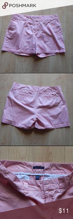 "Tommy Hilfiger pink chino shorts 10 Pink chino shorts by Tommy Hilfiger in size 10.  Waist 32"" Inseam 4 1/2"" Tommy Hilfiger Shorts"