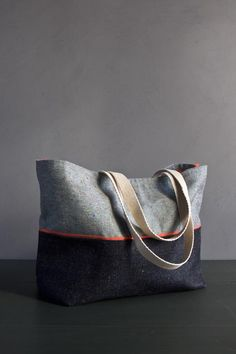Everyday Tote in Denim with Colored Motes (flecks of red, yellow, blue, and green) Sacs Tote Bags, Denim Tote Bags, Diy Sac, Purl Soho, Fabric Bags, Fabric Basket, Handmade Bags, Bag Making, Purses And Bags