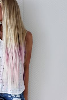 Pink ends... love it! if i was blonde id definetley get this!!!