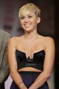 Miley Cyrus looks so good when her hair is like this ! Miley Cyrus 2012, Miley Cyrus News, Kate Winslet, Miley Cyrus Short Hair, Tennessee, Short Hair Cuts, Short Hair Styles, Miley Cyrus Pictures, Emily Bett Rickards