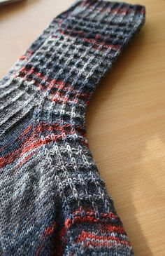 Jules pattern by Kate Blackburn – … . Jules pattern by Kate Blackburn – With each passing year we have seen different models of . Loom Knitting, Knitting Socks, Hand Knitting, Knitting Patterns, Crochet Patterns, Stitch Patterns, Crochet Socks, Knit Or Crochet, Knit Socks