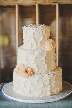 rustic white cake by alessi bakery @rusticweddingcake #rusticwedding http://www.weddingchicks.com/2013/11/20/vintage-wedding-2/