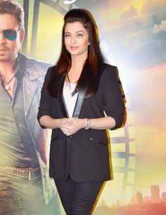 Aishwarya Rai Bachchan at the trailer launch of 'Jazbaa' in Mumbai. #Bollywood #JazbaaTrailer #Fashion #Style #Beauty