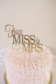 This gorgeous glittery cake topper is the perfect addition to any bridal shower. Dress up your cake and your party with one of our sparkly