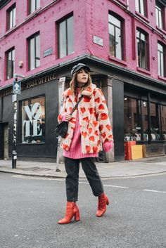 how to wear faux fur coat Casual Look, Look Chic, Fashion Weeks, Streetstyle Blogger, Look Fashion, Fashion Outfits, Fall Fashion, Look Girl, Moda Boho
