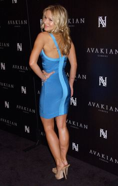 A cute selection of Hollywood Celebrities Pics, Photos & Images: Models, Actresses, Singers, Sportswomen & Hot Babes. Beautiful Celebrities, Beautiful Actresses, Beautiful Legs, Gorgeous Women, Beautiful Outfits, Kristen Bell, Hollywood Celebrities, Sexy Legs, Geneva
