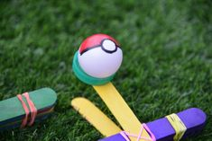 Make a fun Pokemon catapult and learn about the effect of force and trajectory on a projectile. These are super easy and fast to make. Pokemon Go Red, Easy Pokemon, Pokemon Craft, Pokemon Stuff, Pokemon Birthday, Pokemon Party, Monster Party, Pokemon Games For Kids, Pokemon Bookmark
