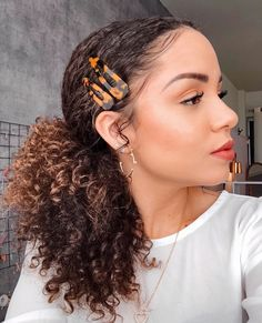 Hair accessories: fashion clips and hair clips – Charme-se Cute Curly Hairstyles, Short Curly Hair, Bob Hairstyles, Updo Curly, Hairstyles Videos, Mixed Hairstyles, Night Hairstyles, 1950s Hairstyles, Ethnic Hairstyles