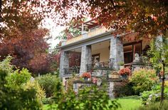 Abbeymoore Manor Bed and Breakfast Inn in Victoria, British Columbia | B&B Rental