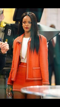 Gorgeous Rihanna in vintage Chanel blazer and skirt. Gorgeous Rihanna in vintage Chanel blazer and s Rihanna Mode, Rihanna Style, Rihanna Fenty, Fashion Killa, Runway Fashion, High Fashion, Fashion Outfits, Womens Fashion, Rihanna Fashion