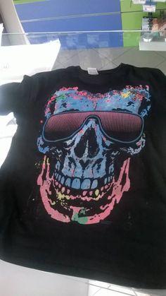 http://www.hellocartridges.com/shop/prodotti-promozioni-stampa/t-shirt-girocollo-personalizzata-con-stampa-che-si-colora-al-sole-adulti/ stampa luminescente su maglietta