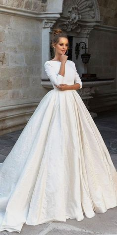 White bride dresses. All brides dream of finding the most suitable wedding day, but for this they require the most perfect wedding dress, with the bridesmaid's dresses actually complimenting the brides-to-be dress. The following are a number of suggestions on wedding dresses.