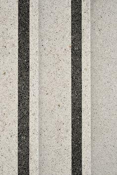 Treppenstufen aus Pavinodis® origo Terrazzo mit Sichtmarkierung in Kontrastfarbe, Naturkundemuseum Karlsruhe #terrazzo #terrazzodesign #flooring #terrazzoflooring Terrazzo, Treads And Risers, Classic Bathroom, Flooring Ideas, Diy Home Improvement, Floors, Marble, Stairs, Texture