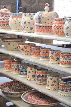 Emma Bridgewater Diamond Jubilee Studio Specials for Collectors Day 2012 - Look at the gorgeous crown Pottery Cafe, Emma Bridgewater Pottery, Ceramic Painting, Pottery Painting, Welsh Dresser, British Home, Vintage Cups, Cafe Bar, Soft Furnishings