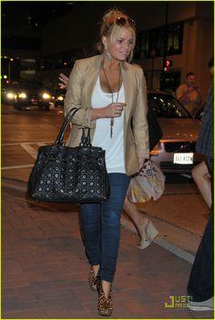 Jessica Simpson. Loving her style