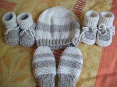 XI - Knitted boots with 5 needles - Mam 'Yveline knitting workshop. Baby Hats Knitting, Baby Knitting Patterns, Knitted Hats, Loom Knitting Projects, Knitting Videos, Crochet Stitches For Beginners, Crochet Baby Booties, Baby Sweaters, Baby Shoes