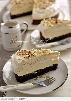 Tort bezowo- czekoladowy z masą chałwową - Przepis Skł…