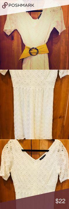 White banana republic dress Laced white Banana republic dress. Belt sold separately. Banana Republic Dresses Midi