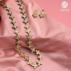 Long floral necklace handcrafted in gold with polki diamonds and dainty earrings. Silver Jewellery Online, Indian Jewelry, Gold Jewelry, Jewellery Box, Jewelry Sets, Stylish Jewelry, Fashion Jewelry, Dainty Earrings, Floral Necklace