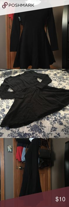 Forever 21 Long Sleeve Dress excellent used condition! no longer fits me. size medium, but it definitely runs small. would probably be best for an xs or s. tight fit and flowy. price negotiable! bundle & save! Forever 21 Dresses Long Sleeve