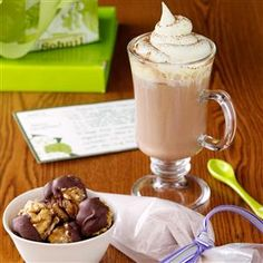 November is National Cappuccino Day! Whip up this easy french vanilla cappuccino mix to have on hand or give as a gift! French Vanilla Cappuccino Mix Recipe, French Vanilla Creamer, Coffee Mix, Coffee Creamer, Coffee Drinks, Iced Coffee, Coffee Cups, Smoothies, Cappuccino Machine