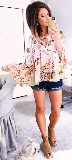 White Flower Printed Blouse / Denim Short / Brown Suede Platform and her HAIR! Cool Summer Outfits, Spring Outfits, Cute Outfits, Denim Outfits, Floral Outfits, Spring Shorts, Work Outfits, Casual Outfits, Look Fashion